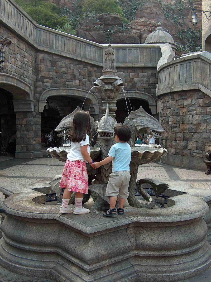 Explorer's fountain HPIM7407
