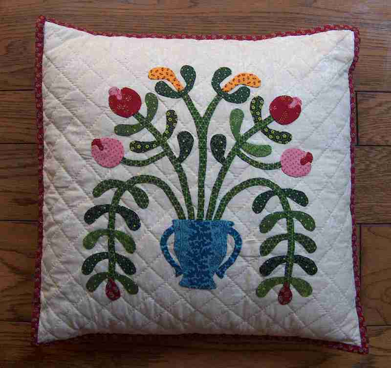 1800s_applique_pillow_hpim8102