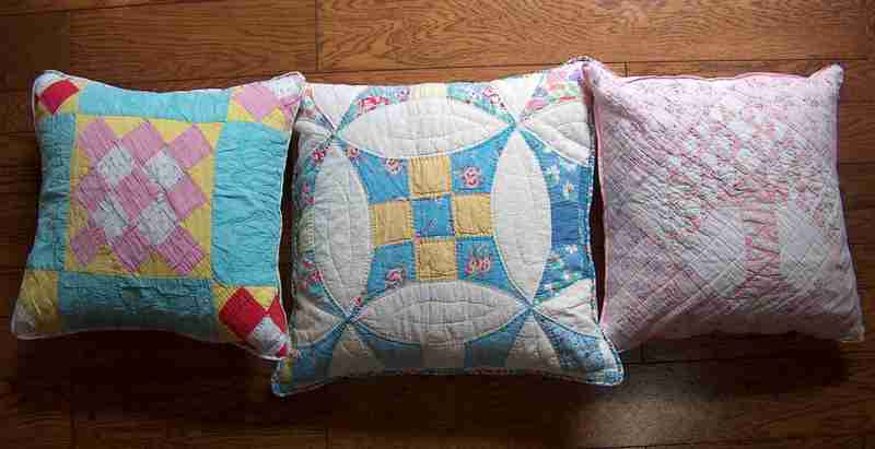 Pillows_three_for_me_hpim9285