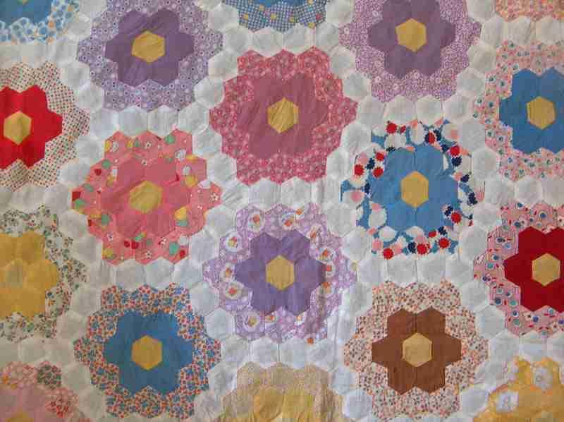 Quilt_top_flower_garden_tiny_pcs_be