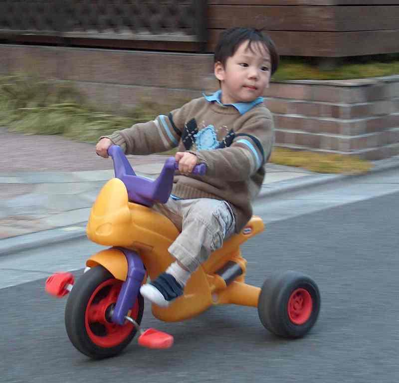 Noah_on_bike_hpim9103